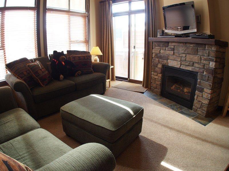 ST56Livingroom - Stone's Throw Condos - 56 - Sun Peaks - rentals