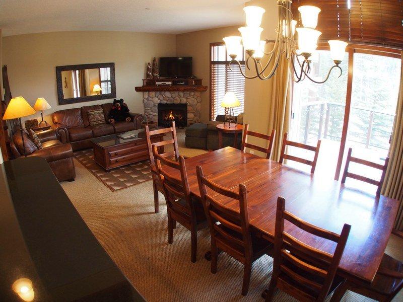 TL05LivingroomDining - Trapper's Landing Townhouses - 05 - Sun Peaks - rentals