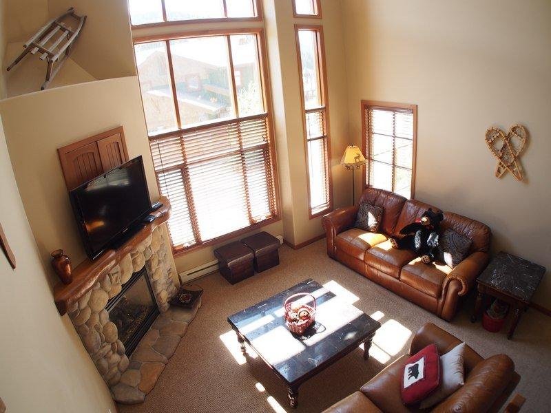 TE03Livingroom - Trail's Edge Townhouses - 03 - Sun Peaks - rentals