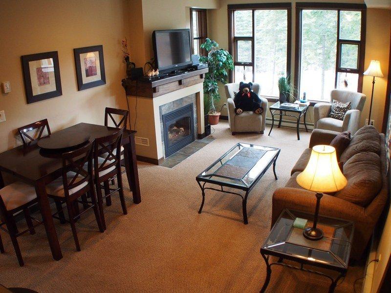 ST50Livingroom - Stone's Throw Condos - 50 - Sun Peaks - rentals