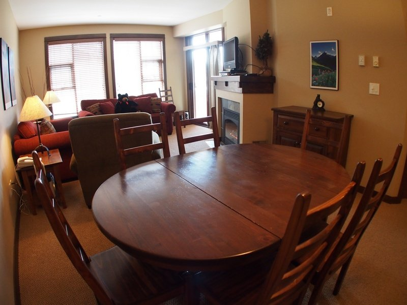 ST47LivingroomDining - Stone's Throw Condos - 47 - Sun Peaks - rentals