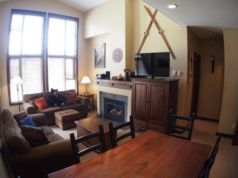ST38Livingroom - Stone's Throw Condos - 38 - Sun Peaks - rentals
