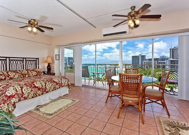 Beachfront location with GREAT view! Washer/dryer,  A/C, WiFi, sleeps 4. - Image 1 - Waikiki - rentals