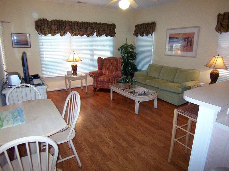 2 BR (3DLL2), King & 2 Qns, 1 Mile from the Beach - Image 1 - Sunset Beach - rentals