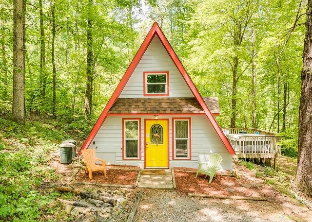 Windsong Chalet, Halfway up Lookout Mountain, Quiet with a hot tub on 5 ac - Image 1 - Chattanooga - rentals