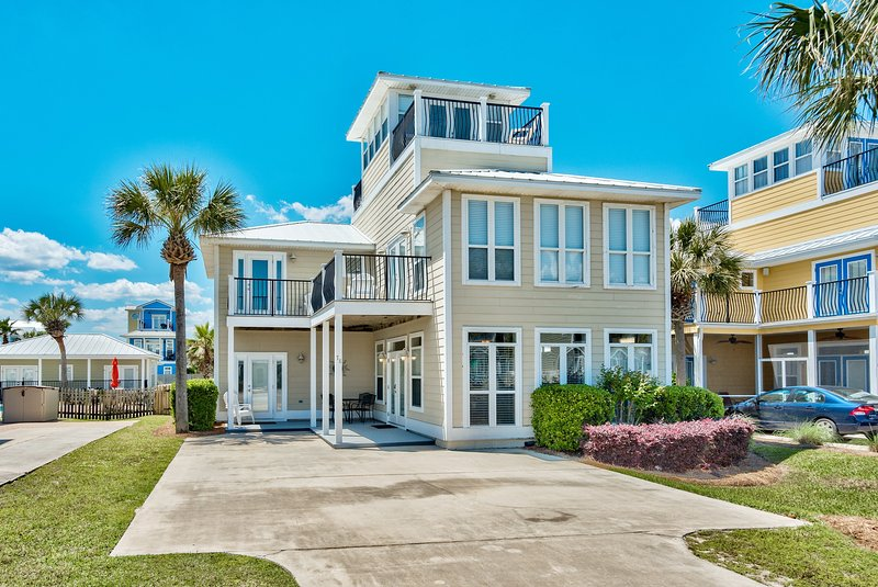 Front of DESTINED FOR FUN - Park 4 cars - Private Pool! Close to Beach, 5 bedroom Sleeps 16 - Destin - rentals