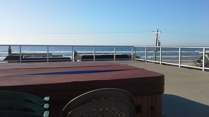 Beach front,w/ hot tub in roof,w/paranomic view - Image 1 - Rockaway Beach - rentals