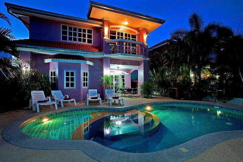 5 bed villa 1km to Jomtien beach - Image 1 - Jomtien Beach - rentals