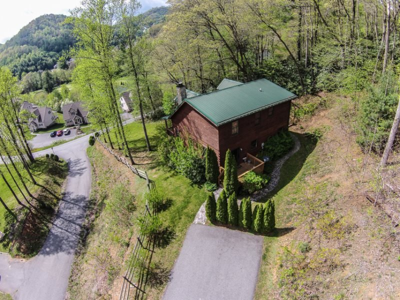 3BR Log Cabin in Boone, NC, Great Location, Hot Tub, Leather Furniture, King Bed, Foosball, Beds for 10 people, Central Location in Boone - Image 1 - Boone - rentals