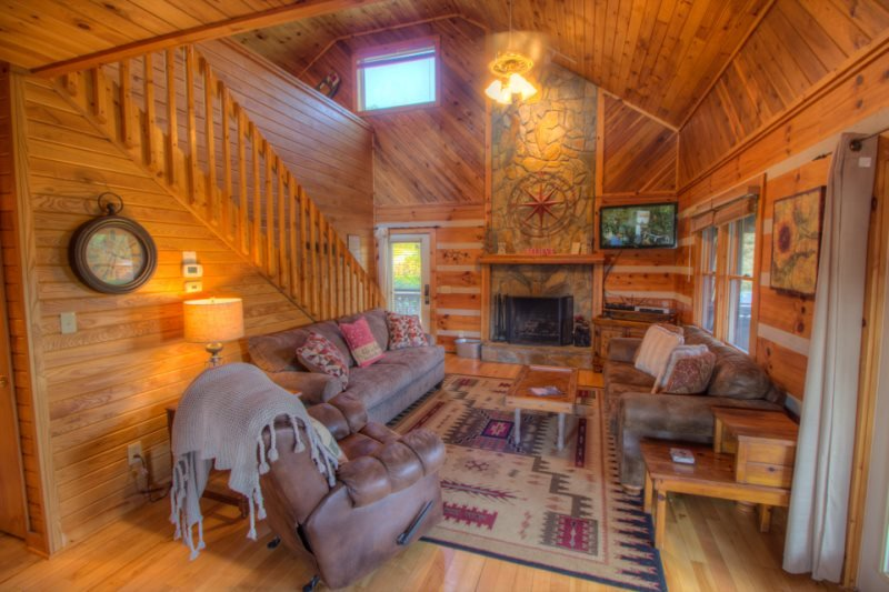 3BR Log Cabin with Views, 5 Minutes to Boone, Close to All Attractions, Hot - Image 1 - Boone - rentals