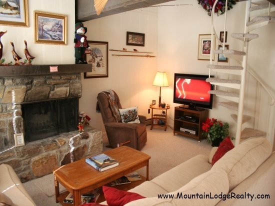 3BR Ski Condo Short Walk / View of the Slopes on Beech Mountain, King Bed, Stone Fireplace with Gas Logs - Image 1 - Beech Mountain - rentals