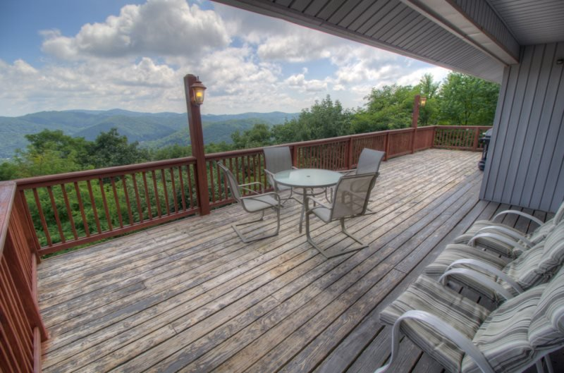 5BR Fantastic Views, Pool Table, King Bed, Stone Fireplace, Leather Furniture, Foosball, Between Boone and Blowing Rock - Image 1 - Blowing Rock - rentals