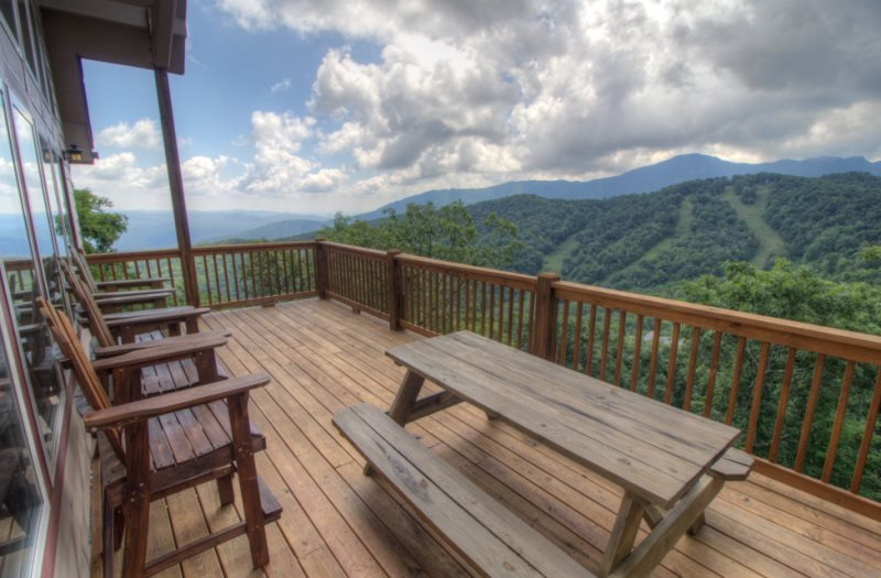 3BR Updated, Huge Layered Views, Breathtaking Views of Grandfather Mountain, End of Road Privacy, Wall of Windows, Game Table, Elegant Mountain Style Home, Near Snow Tubing and Skiing - Image 1 - Seven Devils - rentals