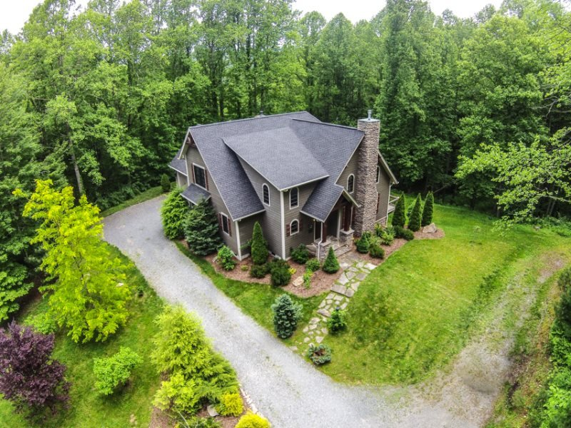 4BR Elegant Timber Frame Home With Designer Touches Throughout, Heart of Valle Crucis, Close to Boone, Hot Tub, A/C, Foosball - Image 1 - Sugar Grove - rentals