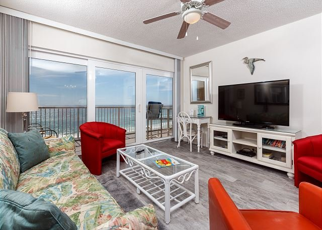 Outstanding views from the 6th floor beach front condo! New floo - #6011:Family oriented & comfy - FREE WIFI, GOLF, MOVIES, SNORKELING and MORE - Fort Walton Beach - rentals