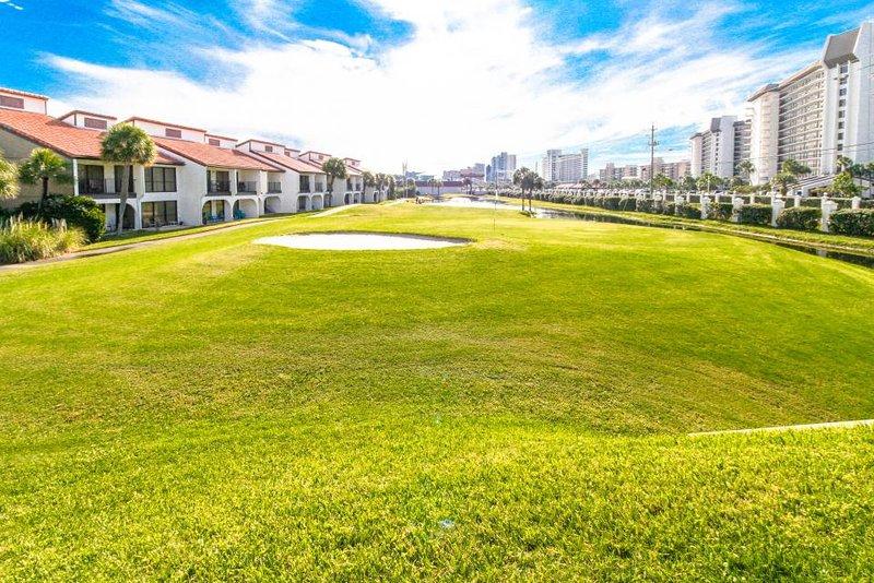Quiet condo w/ resort amenities, including pools, hot tubs, golf on-site - Image 1 - Panama City Beach - rentals