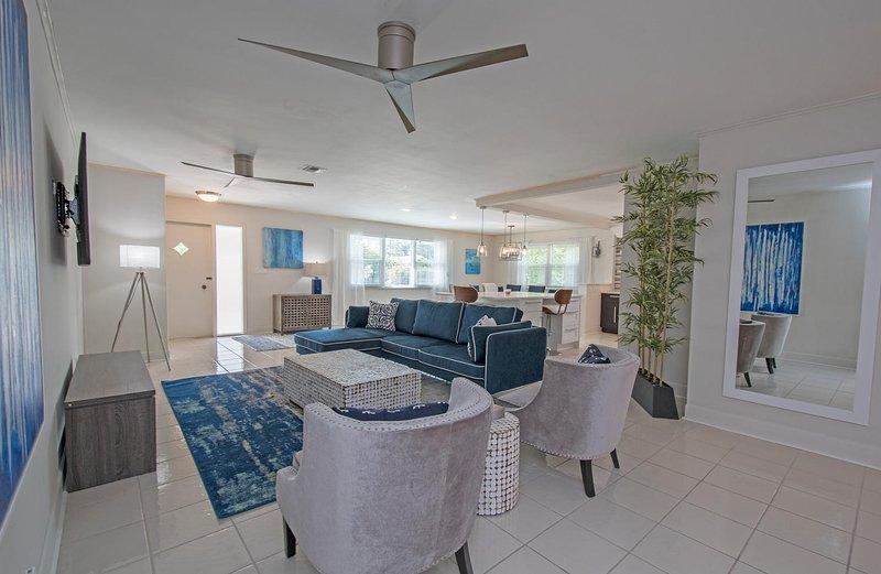 Starfruit Beach House-Heated Pool-Grill-Bikes-Walk to Beach - Image 1 - Naples - rentals
