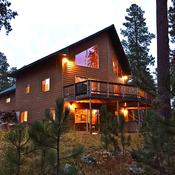 Snowy Bluff Cabin on a cool fall evening - 10 ACRES PRIVATE SECLUDED HOT TUB POOL TABLE - Lead - rentals