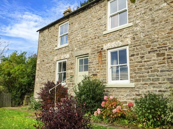 WEST HOUSE, family friendly, character holiday cottage, with a garden in - Image 1 - Middleton in Teesdale - rentals