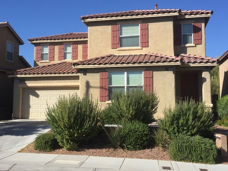 BEAUTIFUL SPARKLING CLEAN SECURE HOME GREAT AREA - Image 1 - Las Vegas - rentals