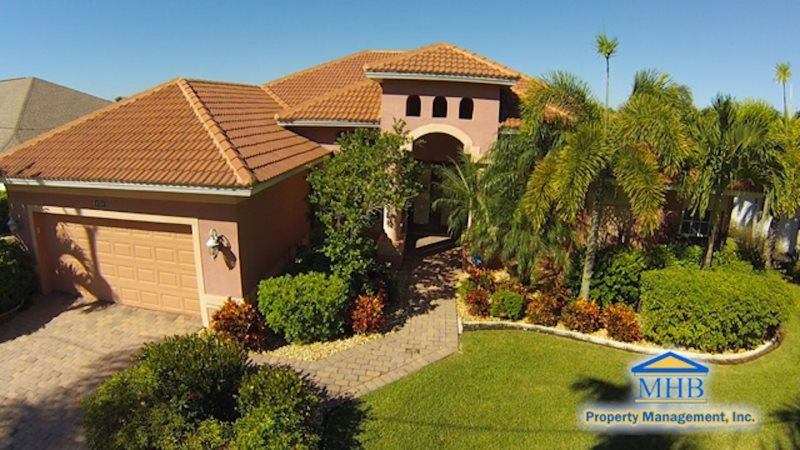 The Vineyard - Cape Coral 3b/3ba deluxe home w/electric heated pool/spa, gulf access canal, HSW Internet, Boat Dock and large fire pit in pool area - Image 1 - Cape Coral - rentals