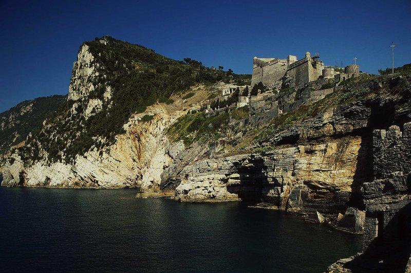 Portovenere Castle. Just few km from Villa il Monastero - Villa Il Monastero near to restaurants and beaches - Castiglione - rentals