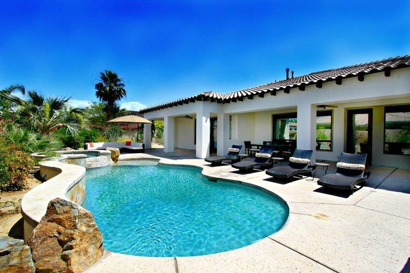 Santana: 5 bedroom, 3.5 bath, sleeps 16 - 'Santana' Private Pool & Spa, Outdoor sectional, lounge chairs, built in gas BBQ - Indio - rentals