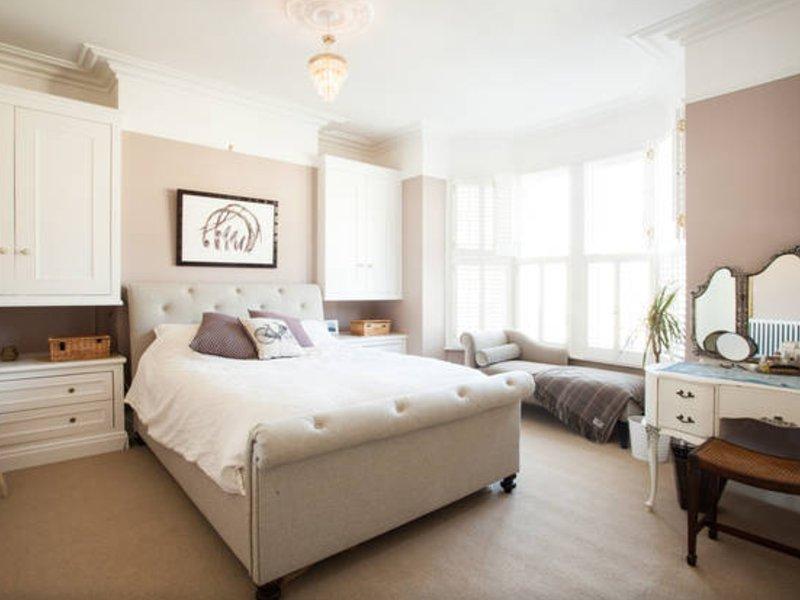 Master Bedroom - Victorian Seaside Getaway - Clevedon - rentals