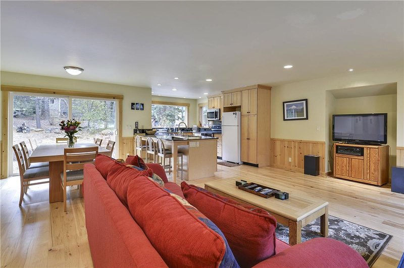 Pine Needle Meadows **DOG FRIENDLY** - Image 1 - Truckee - rentals