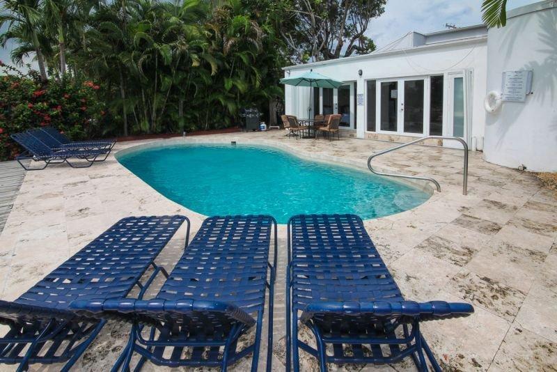 Pool Area - Miami Beach, Waterfront,Mar 1 to Mar 31  3600/wk - Miami Beach - rentals