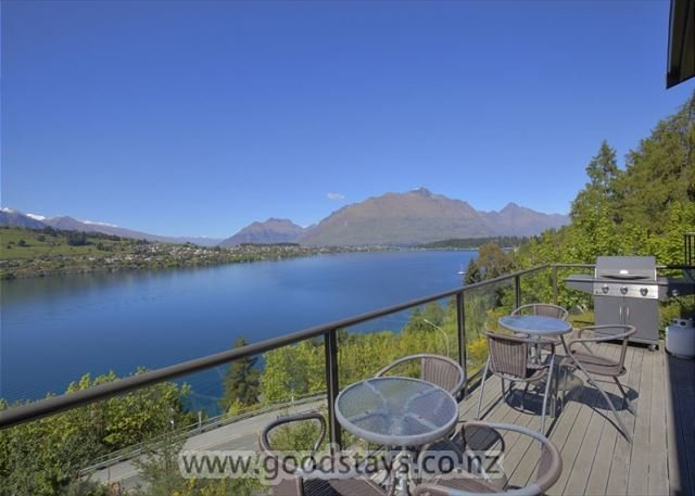 Queenstown Retreat - Hot Tub; Luxury; Views; Apple TV, Unlimited VDSL WiFi - Image 1 - Queenstown - rentals
