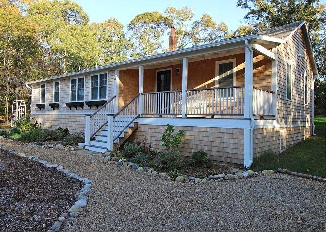 Seaglass Cottage on East Chop - Image 1 - Oak Bluffs - rentals