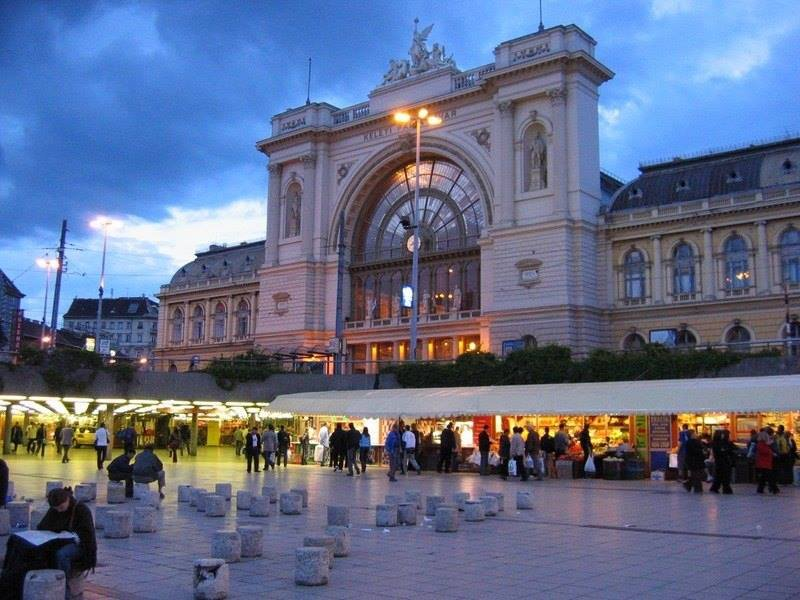 Keleti railway station, 5 min.from the flat  - Central Studio near  Keleti  Metro 2 and 4 - Budapest - rentals