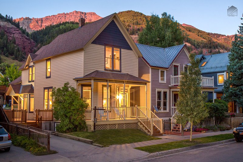 The Historic Thompson House is right in the center of Telluride - walking distance to all the town has to offer. - Amazing 4 Bedroom Home in Telluride's Historic District - The Historic Thompson House - Telluride - rentals