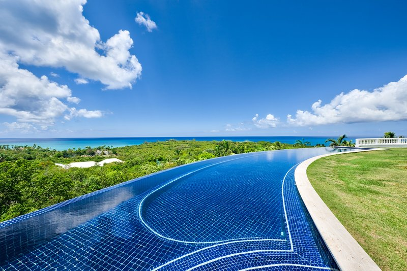 Sandyline... a 6BR luxury vacation rental in Terres Basses, St Martin 800 480 8555 - SANDYLINE... The essence of Luxury! Spectacular villa estate with 2 pools, tennis, golf, gym, chef, & breathtaking sunsets! - Plum Bay - rentals
