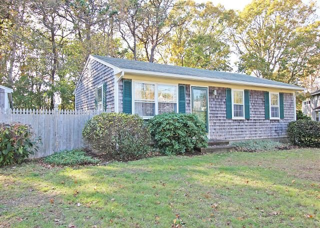 Adorable Cape In Ideal Walk-To-Town Location - Image 1 - Edgartown - rentals