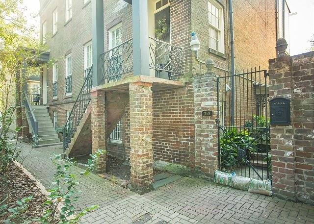 Perfect historic home for a family on vacation - Image 1 - Savannah - rentals