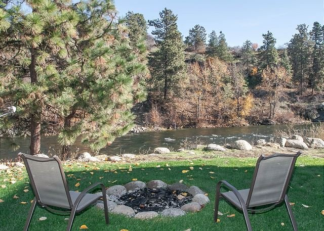 Leavenworth River Haus~1.5 miles to Leavenworth, Wi-Fi, Hot Tub, Sauna, River - Image 1 - Leavenworth - rentals