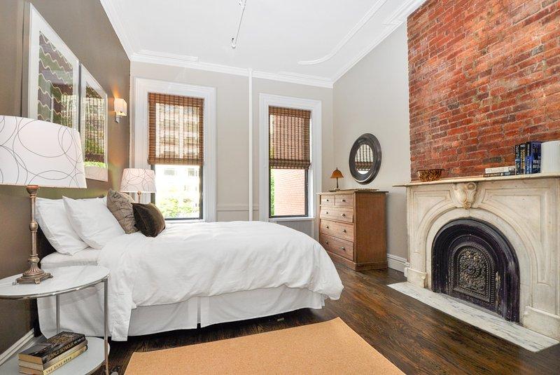 Spacious & Spotless  A 2000 sf Legal Four Bedroom - Image 1 - Manhattan - rentals