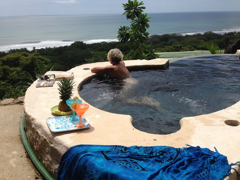 private infinity plunge pool & jacuzzi with amazing views ! watch the surfers by day and stars night - emerald abode best views insta. teresa - Santa Teresa - rentals