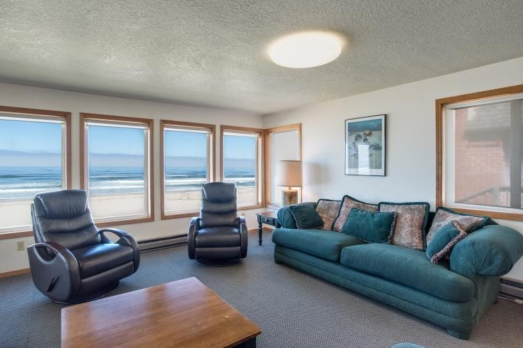 Upstairs Living Room - Monica's Five Bedroom Beach Front - Sleeps 16 - Rockaway Beach - rentals