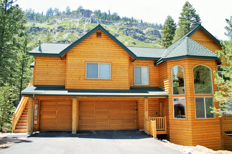 Log exterior, 6 bedrooms, 5 bathrooms. - Large 6 bedrooms, 5 baths. At Home In The Mountains! - South Lake Tahoe - rentals