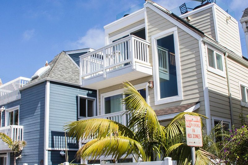 Gorgeous Luxury Bayside Custom Home with Breathtaking Views - Image 1 - Mission Beach - rentals