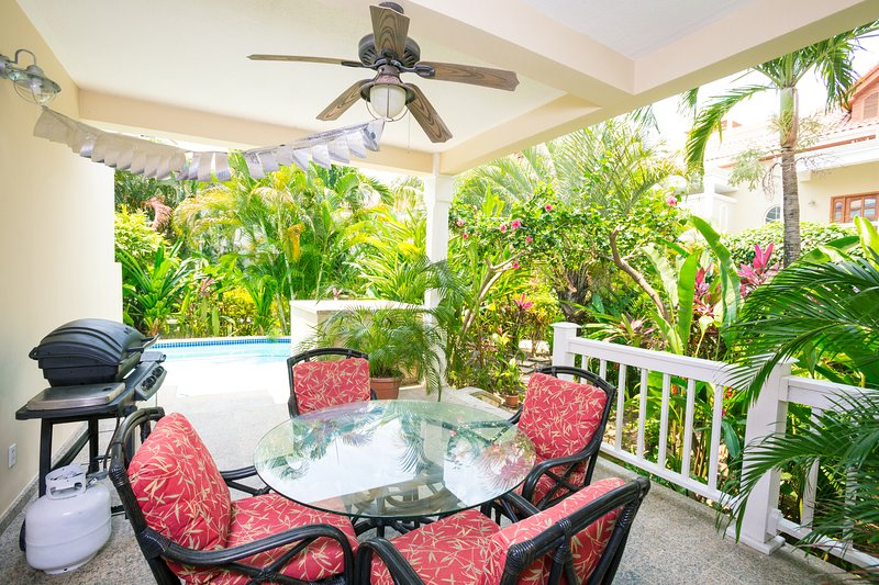 Exterior Patio with pool - Lawson Rock - Yellowfish 109 - Roatan - rentals