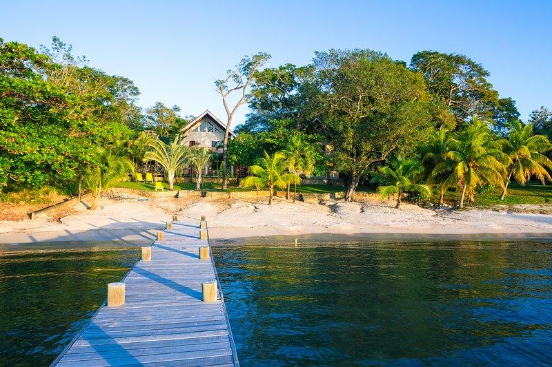 Casa de Rexanna lower sits right on Mangrove Bight - Casa de Rexanna lower - Roatan - rentals