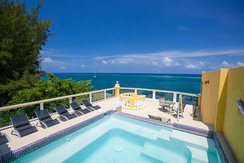 Private sky deck and plunge pool with ocean view - Villa Del Playa Penthouse #5 - Roatan - rentals
