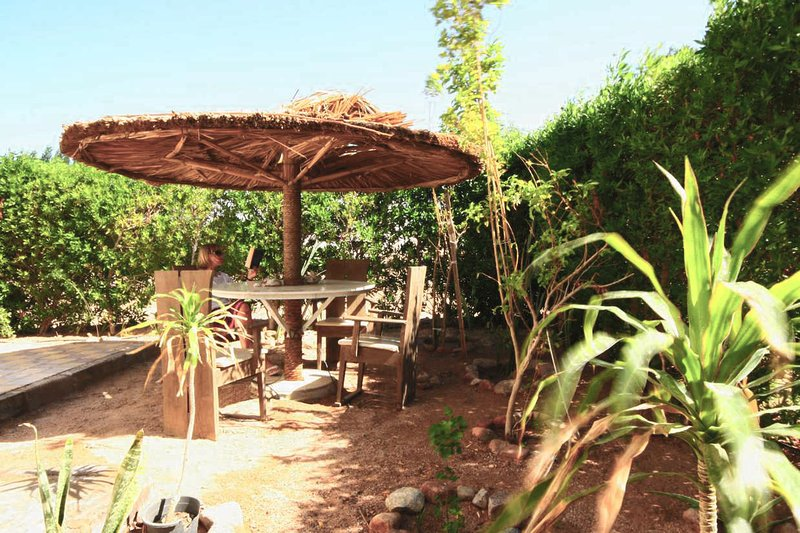 Garden area for al fresco dining and BBQ available. - Zesty apartment - 2 bedrooms, Wifi, BBQ, stylish. - Dahab - rentals