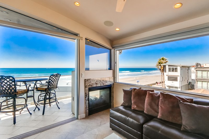 Living Room with Fireplace - ROCKAWAYTH - Mission Beach - rentals