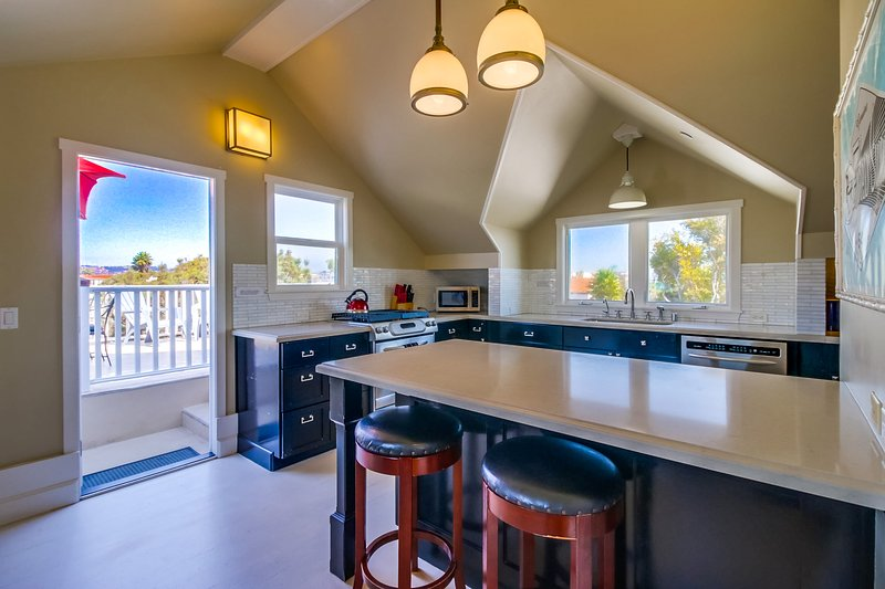 Kitchen with breakfast bar - KENNEBECK731 - Mission Beach - rentals