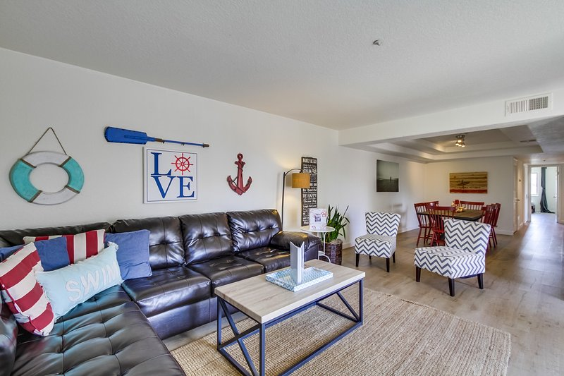 Living Room area - DEVON805 - Mission Beach - rentals